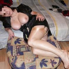 Jolie brune divorcée Bruges cherche son mentor