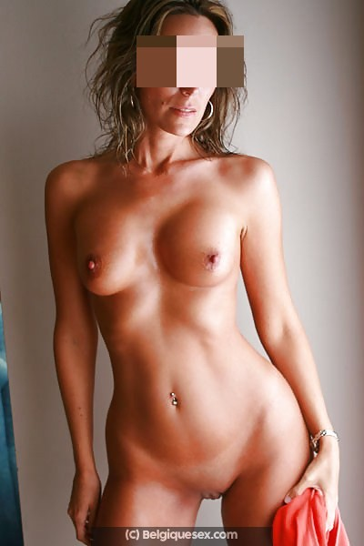 Massage tantra avec belle femme blonde (MONS)