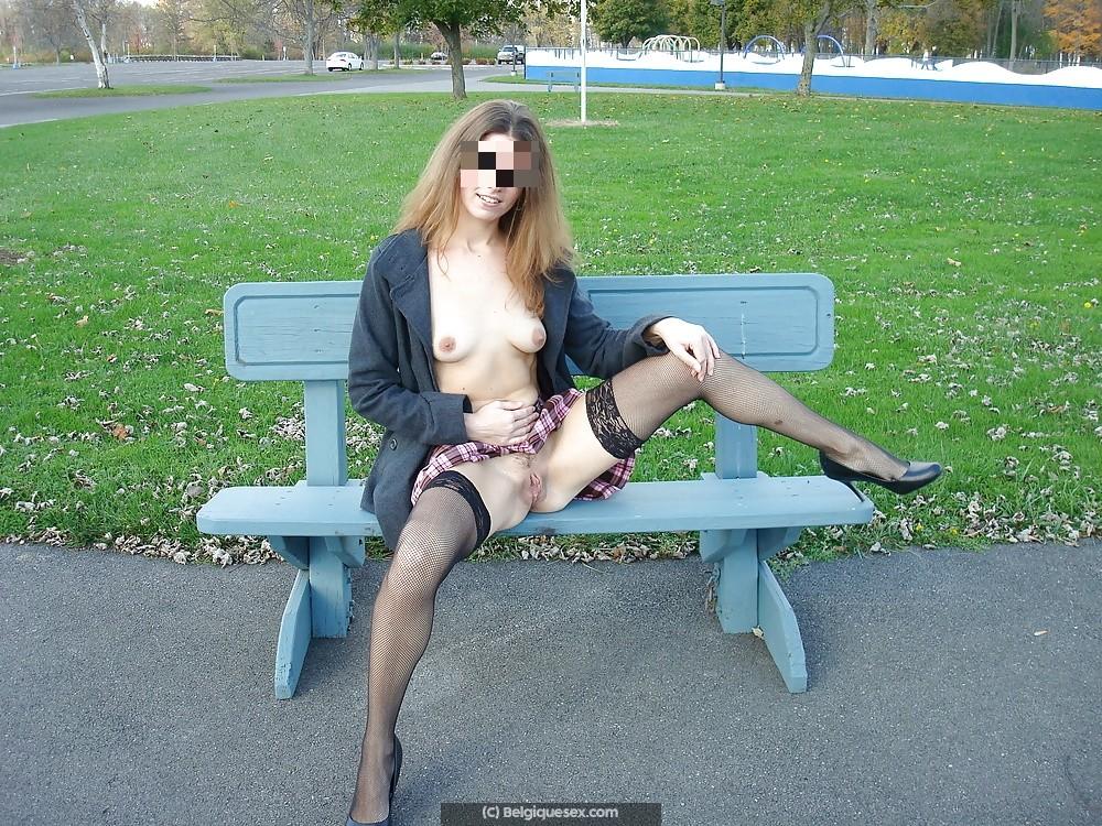 Plan baise extérieur avec femme belge