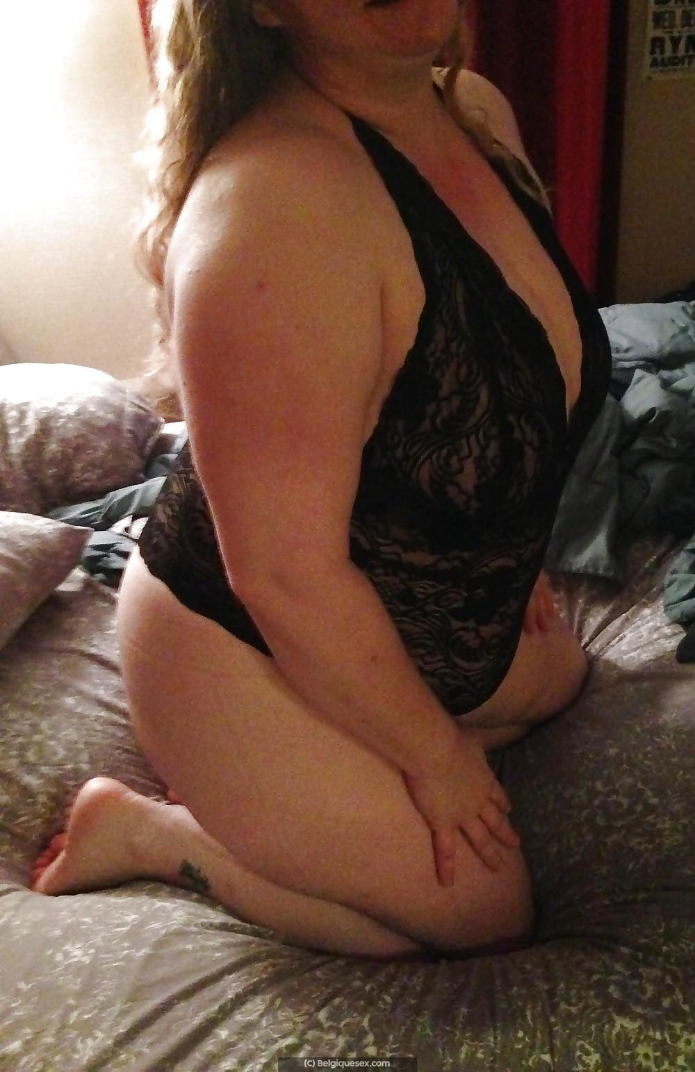 Ma femme est une jolie ronde belge, on recherche rencontre dans la douceur